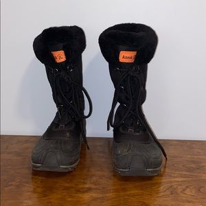 Like new womens black kamik snow boots size 9